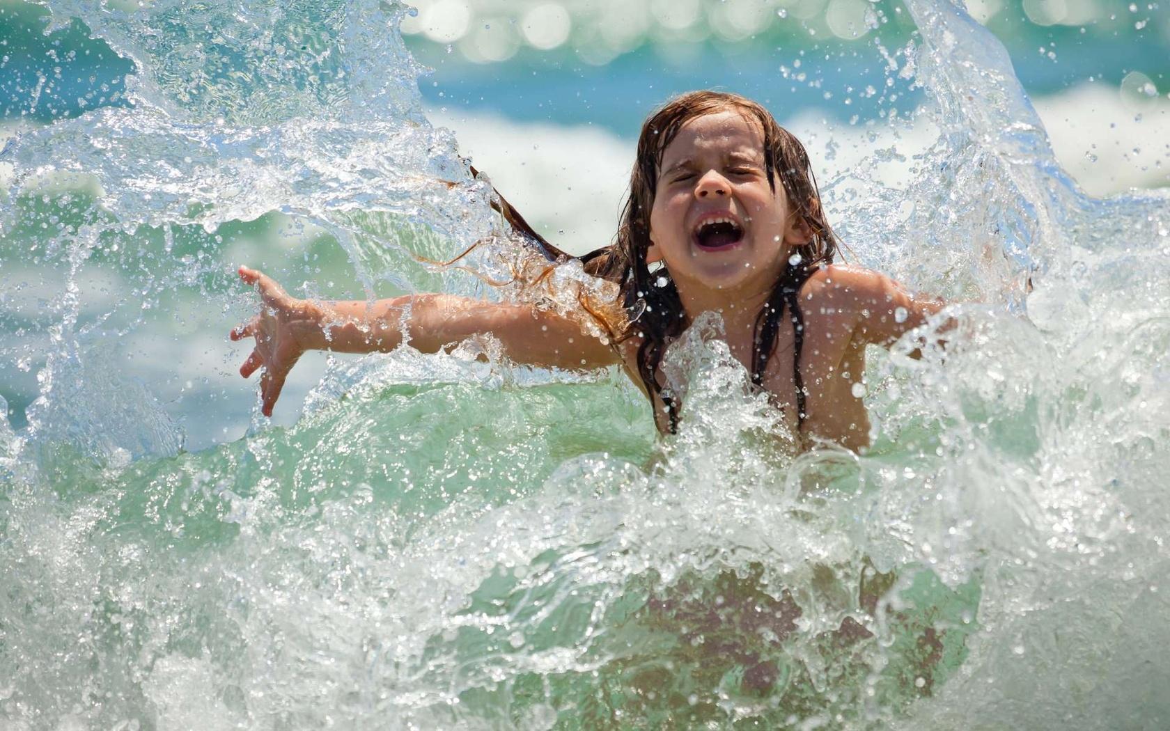 Чем хороши нарукавники для начинающих юных пловцов?