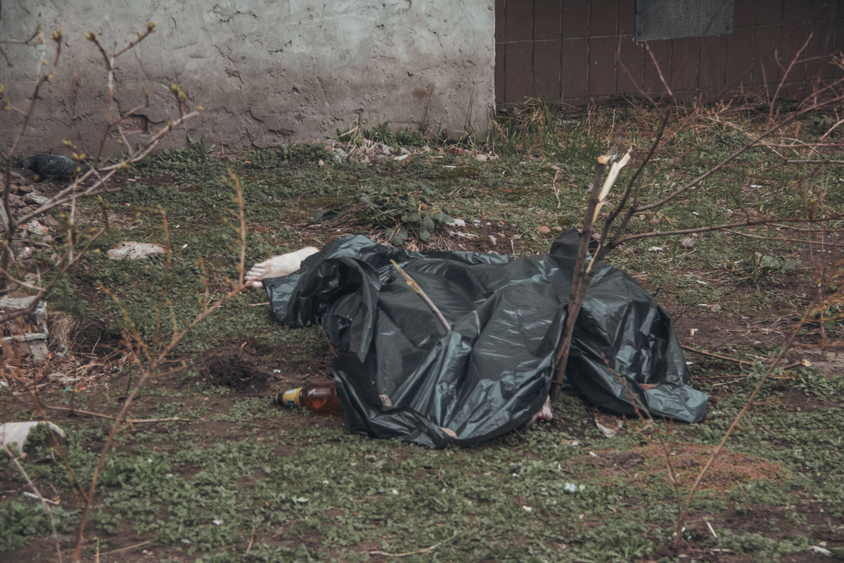 В Киеве после застолья мужчина покончил жизнь самоубийством