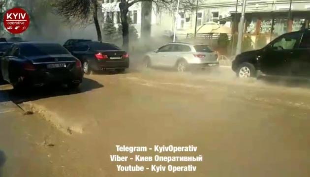 Аварию на теплосетях в центре Киева будут устранять до 2 апреля