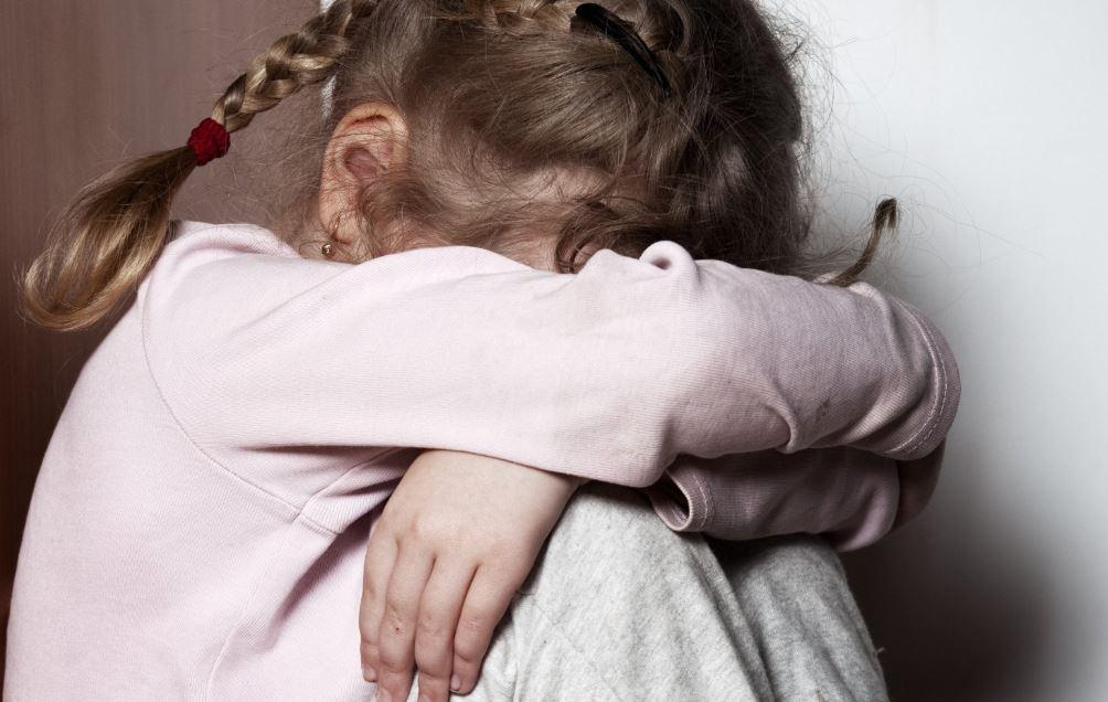 В Киеве мужчина тайно насиловал 12-летнюю дочь своей сожительницы