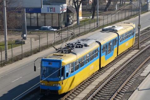 В Киеве с моста под трамвай упал мужчина