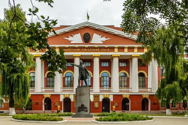 Военным мальчишкам в Киеве могут дать право бесплатного проезда в транспорте
