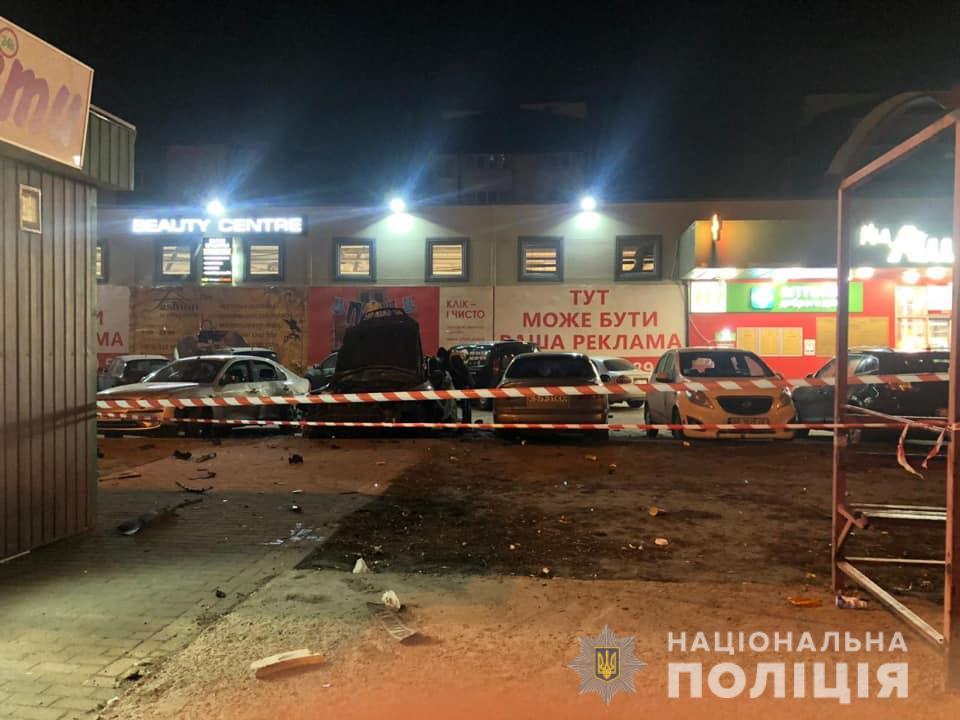 """Покушение на убийство: в Киеве возле """"Ашана"""" мужчина лишился части руки"""