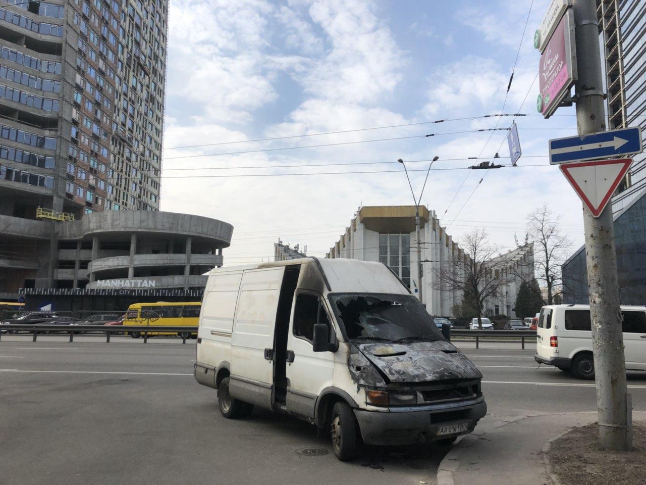На проспекте Победы огонь уничтожил грузовой микроавтобус