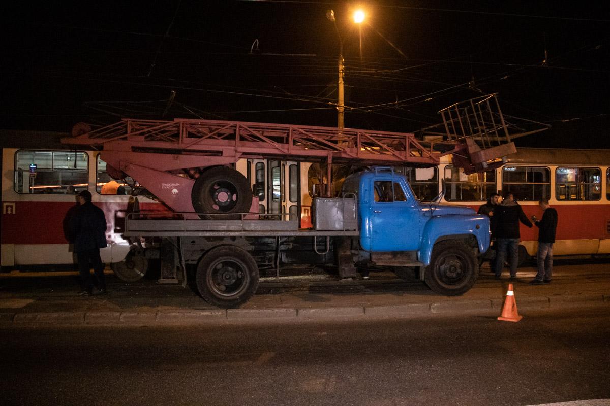 В Киеве на скорости лоб в лоб столкнулись два трамвая