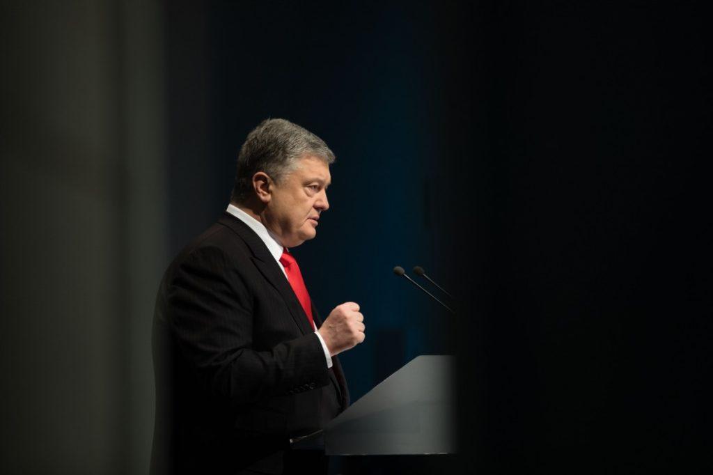 Подервянский: Порошенко хорошо выполняет функции президента