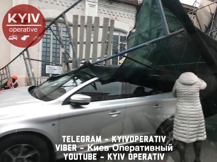 """Возле станции метро """"Арсенальная"""" обрушилась часть стройки"""