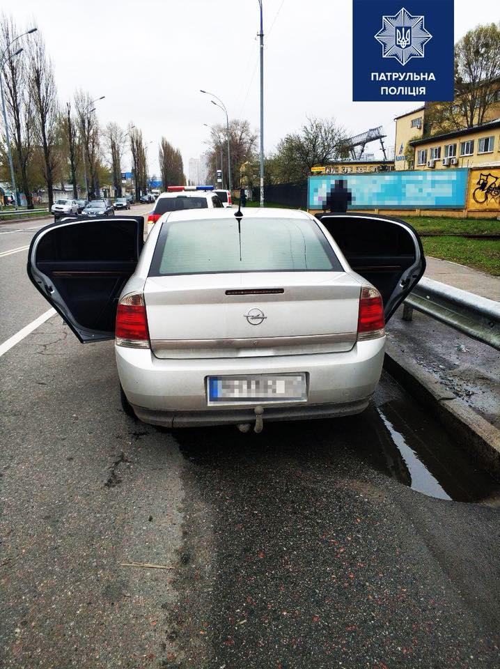 Киевские патрульные с погоней задержали дерзких грабителей
