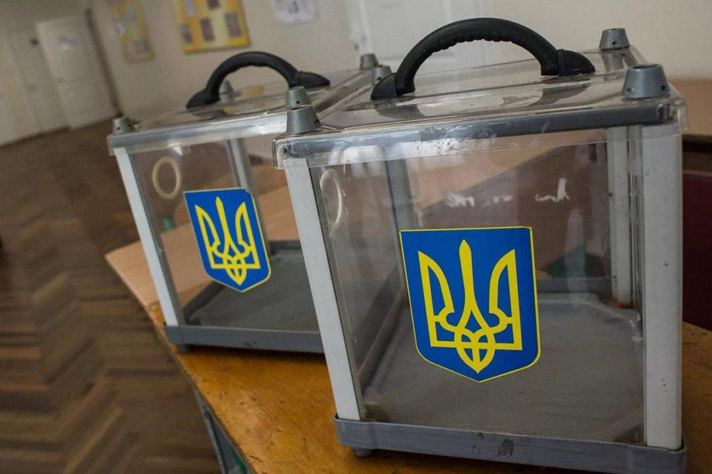"""На Киевщине школьный учитель объяснил ученикам """"как надо голосовать"""""""