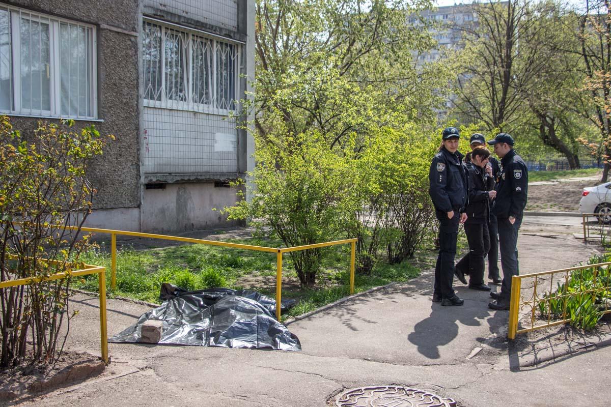 """В Киеве погибла пожилая """"опытная суицидница"""""""