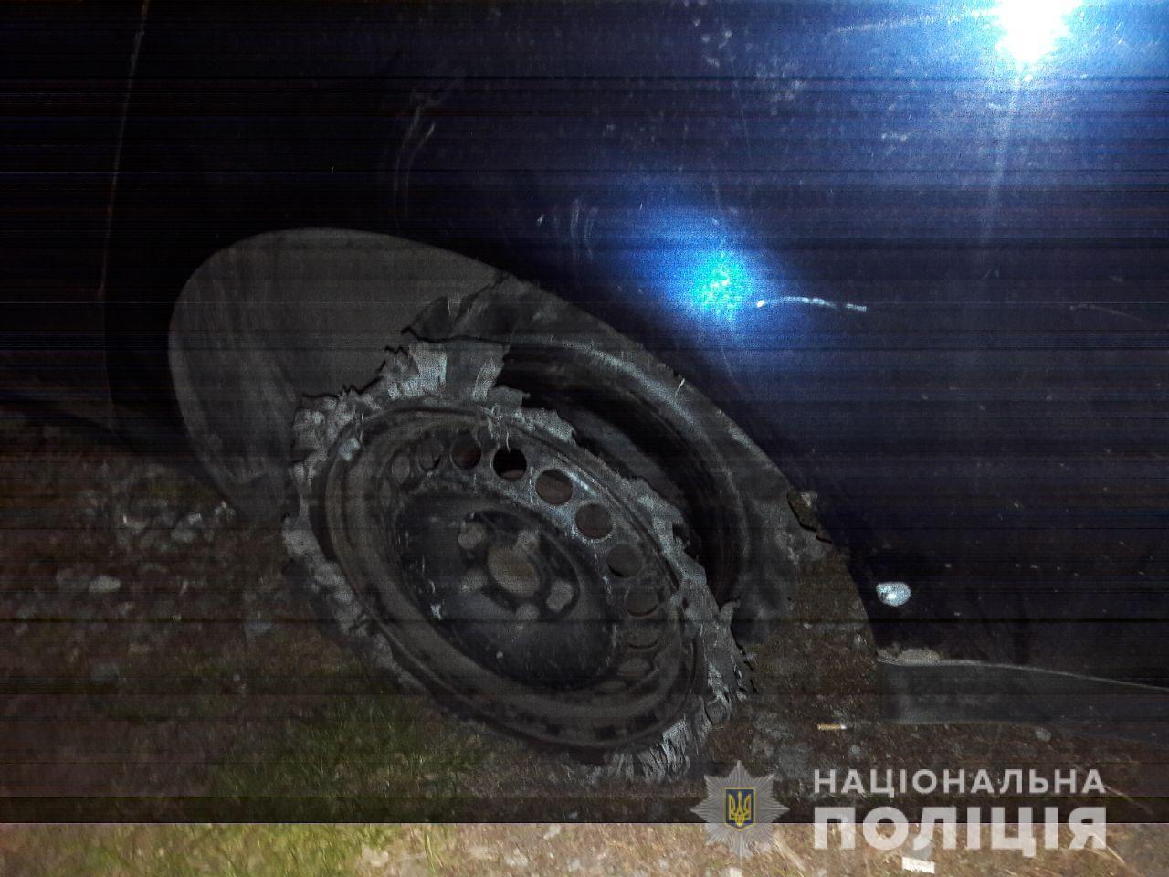 На Киевщине патрульные подстрелили автомобиль с пьяными водителем и пассажиром
