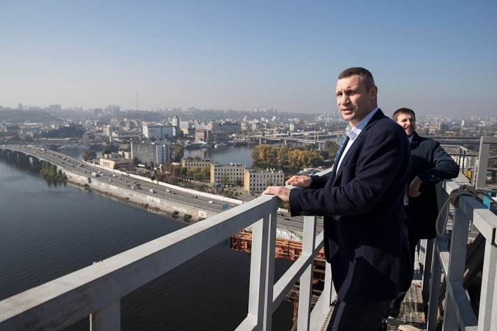 До Кличко в Киеве 20 лет игнорировали проблему ремонта мостов, которую он начал решать, – СМИ