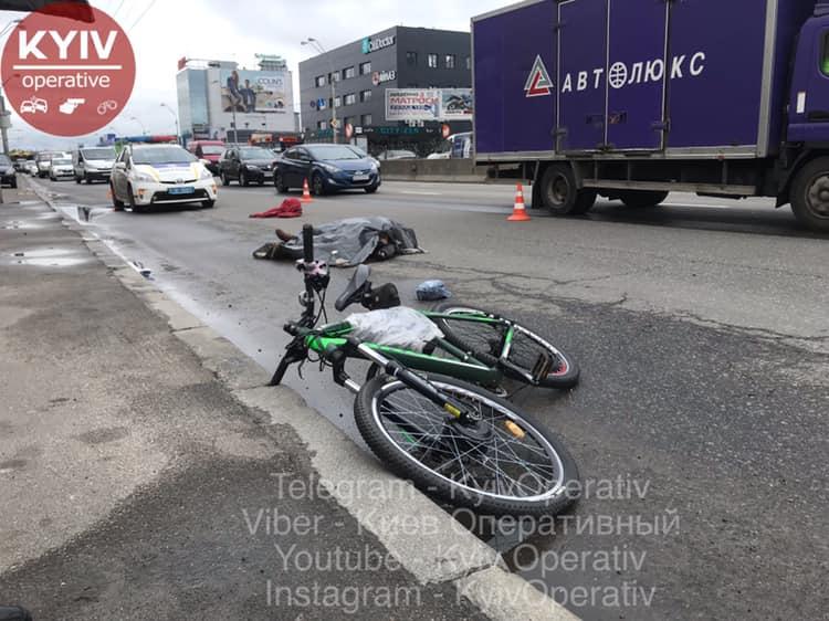 Возле Северного моста в Киеве грузовик раздавил велосипедиста