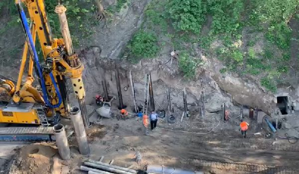 Мэр Киева показал, как укрепляется склон возле филармонии