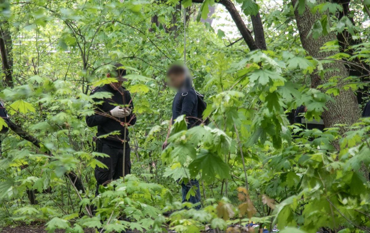В Киеве пропал молодой человек. Его нашли повешенным на Кардачах