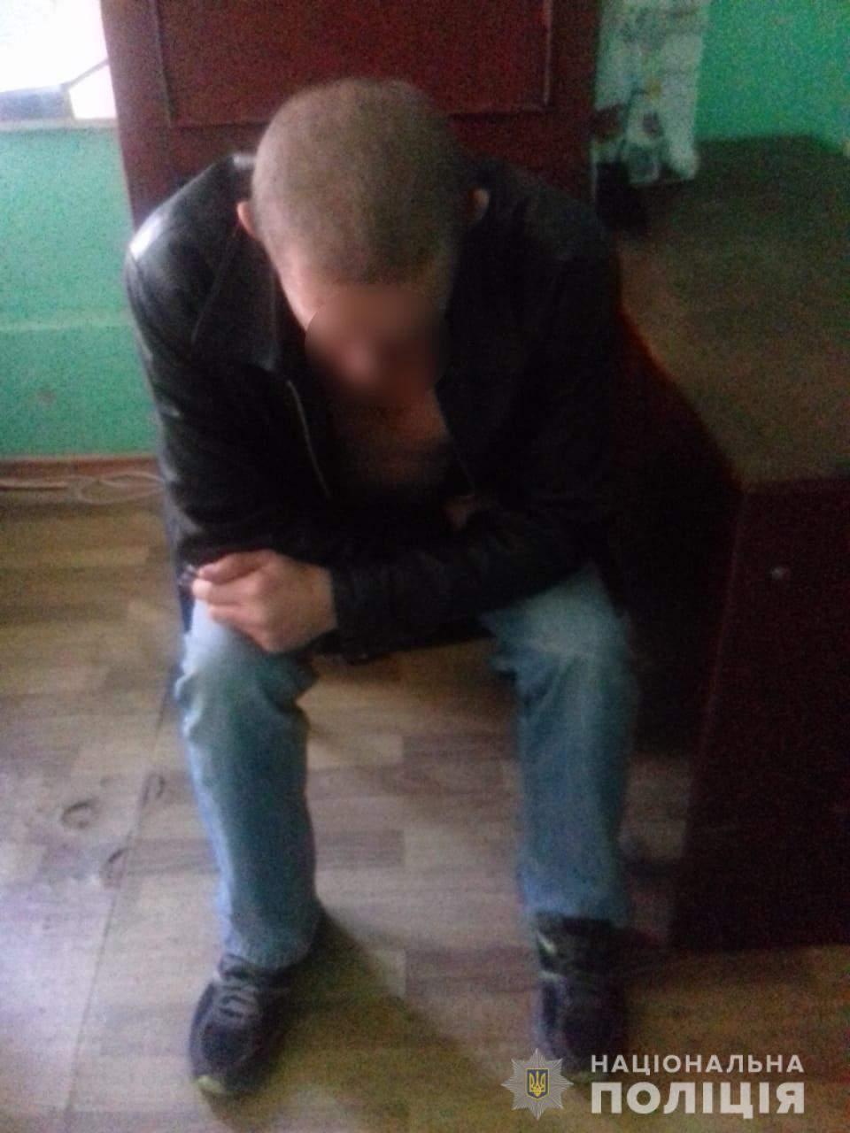 На Киевщине мужчина с ножом набросился на женщину с ребенком