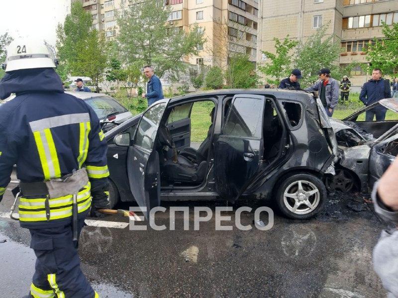 На Позняках водитель отвлекся и влетел в припаркованные авто