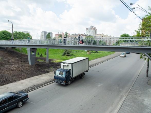 На Шулявке отремонтировали пешеходный мост