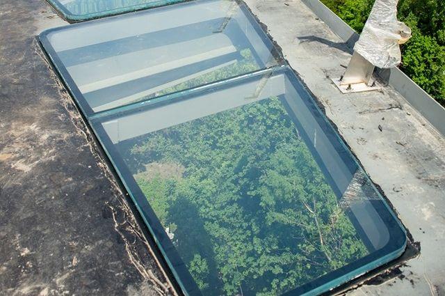 Кличко предлагает попрыгать на стеклянном полу нового моста