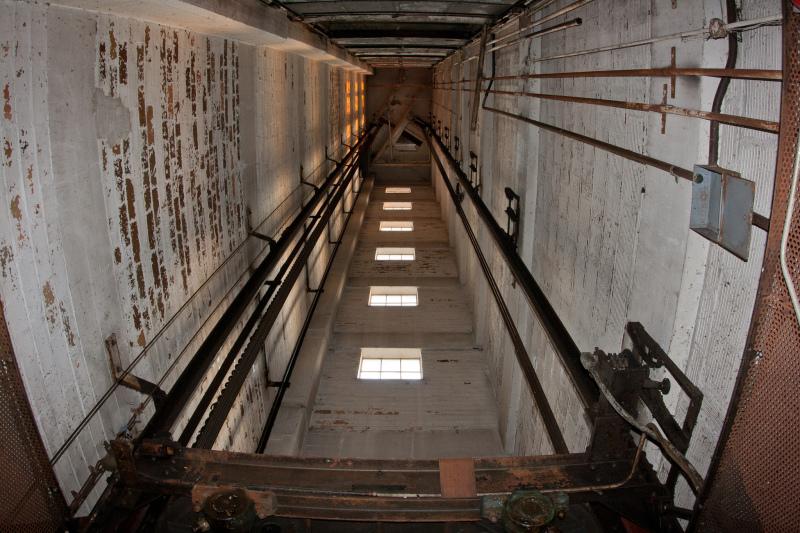 Под Киевом мужчину убил неисправный лифт