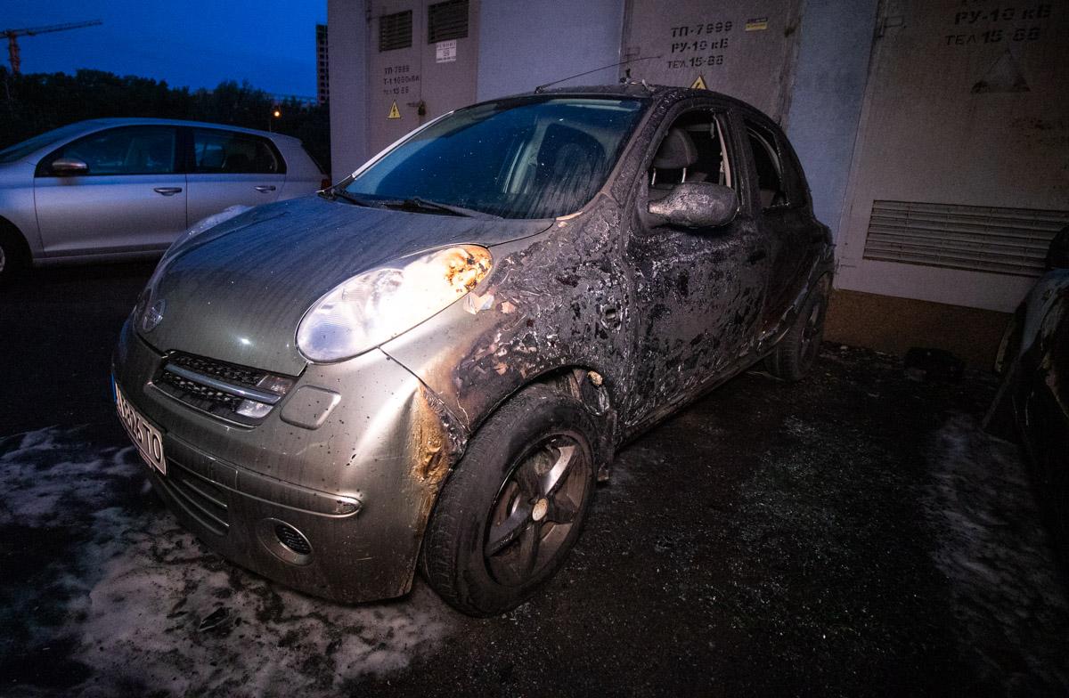 Ночью на Теремках сгорели пять автомобилей