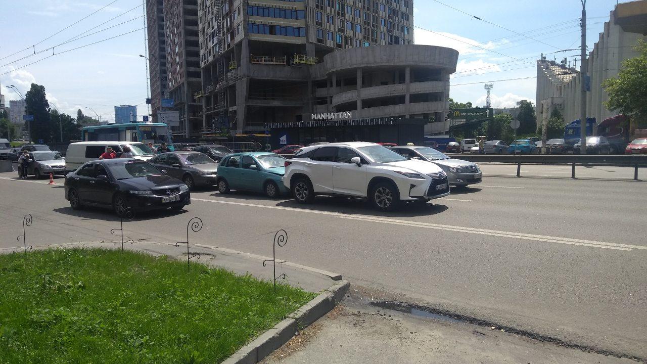 """""""Паровозик"""" на проспекте Победы: столкнулись шесть автомобилей"""