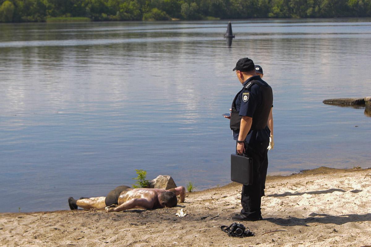 В Киеве рыбак поймал на удочку труп неизвестного мужчины