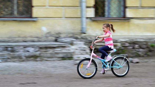Как быстро научить ребенка кататься на велосипеде?