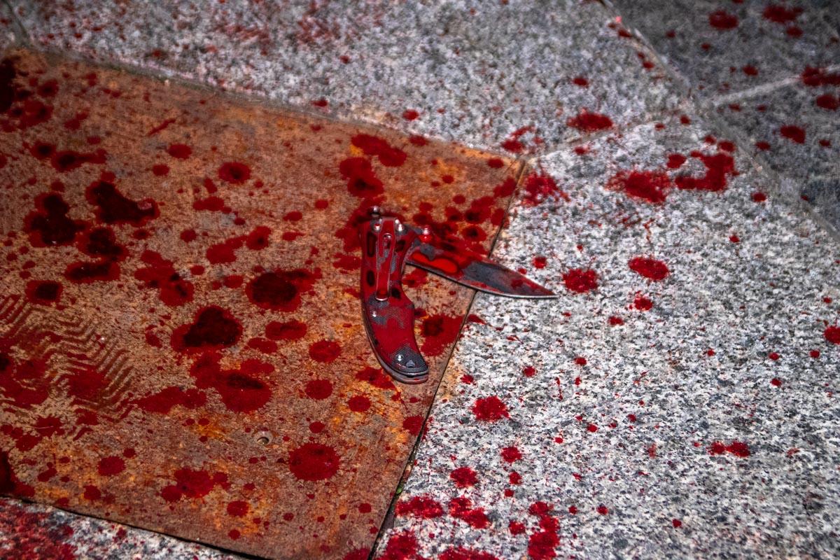 На Майдане Незалежности студенту порезали ножом лицо