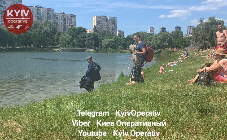 В Киеве на озере на спор утонул мужчина