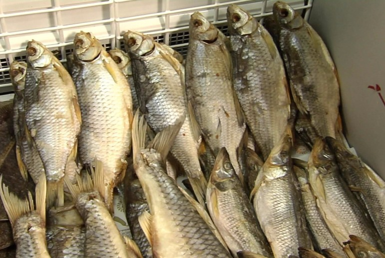 Киевлянка попала в реанимацию после употребления рыбы с икрой