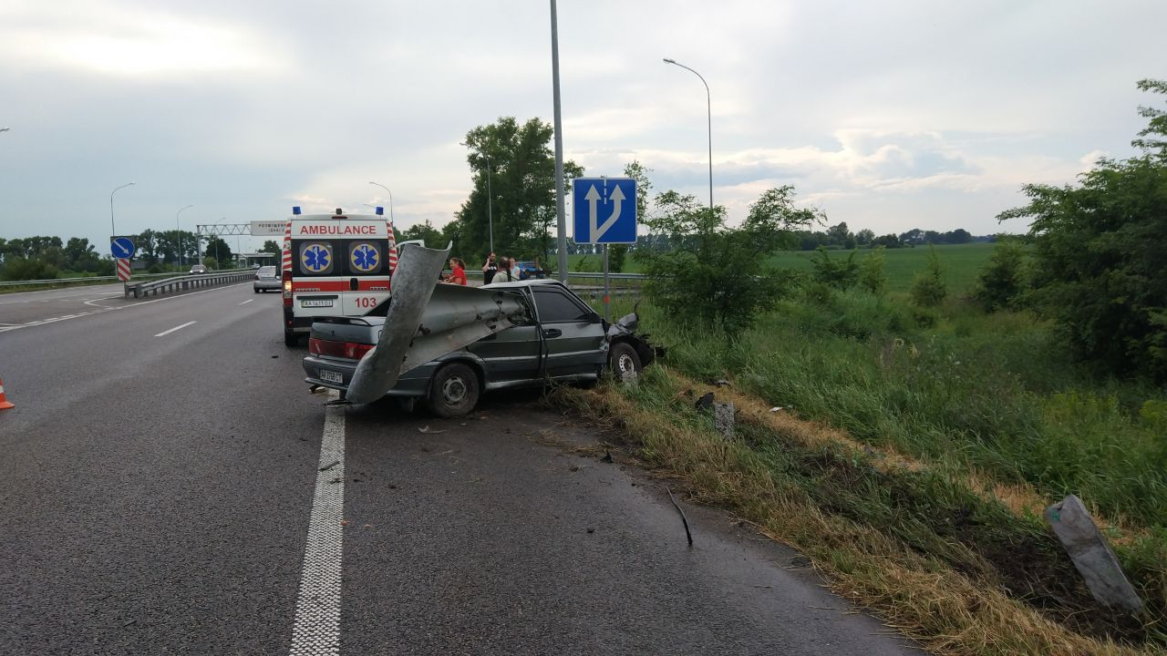 """Под Киевом мужчина уснул за рулем и """"убил"""" мать с дочкой"""
