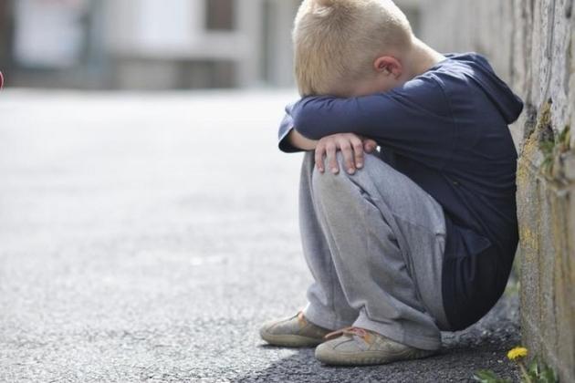 """В Киеве двухлетний ребенок бросил """"горе-мать"""" и потерялся на улице"""