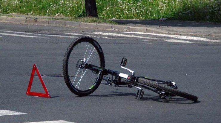 На Киевщине водитель сбил ребенка на велосипеде и смотрел, как он умирает