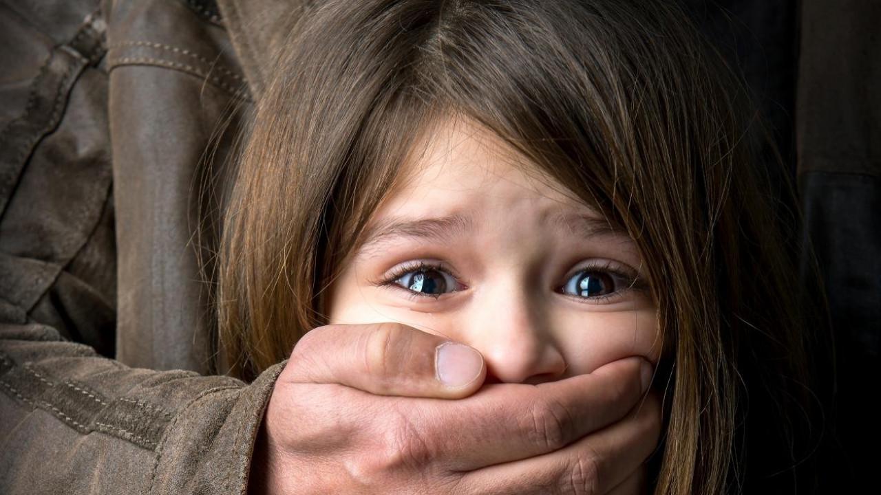 В Киеве отчим-извращенец полгода насиловал в ванной своего пасынка