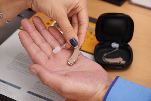 Можно ли вернуть слуховой аппарат продавцу?