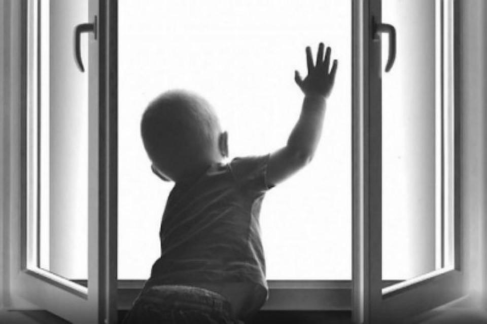 Из окон киевских многоэтажек выпали дети