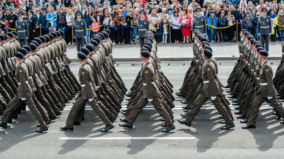 Зеленский отменил военный парад в Киеве