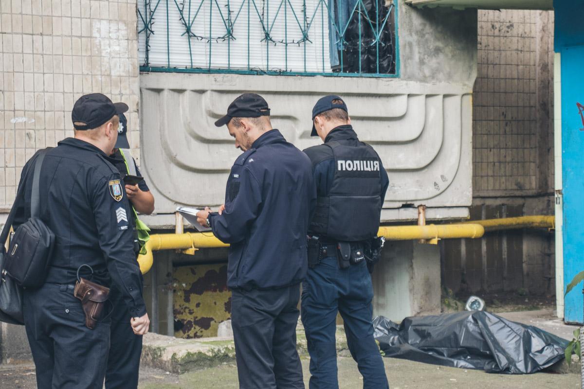 В Киеве пенсионер выпрыгнул с балкона пятого этажа