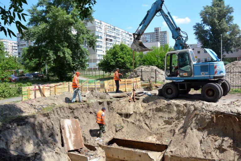 В рамках подготовки к отопительному сезону в Киеве уже заменили 29 км труб