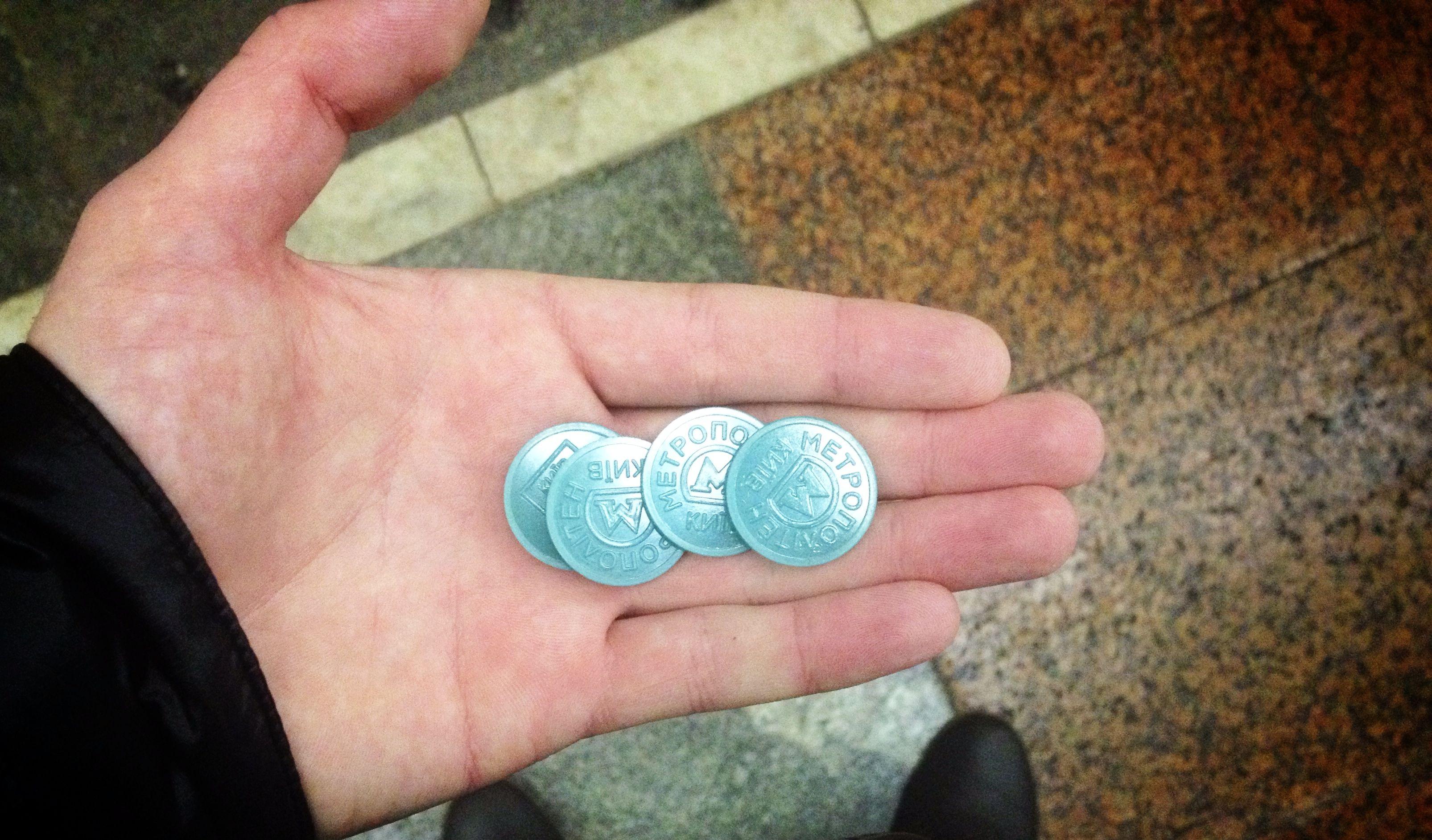 На двух станциях метро больше не продают жетоны