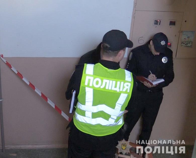 В киевской многоэтажке жестоко убили женщину