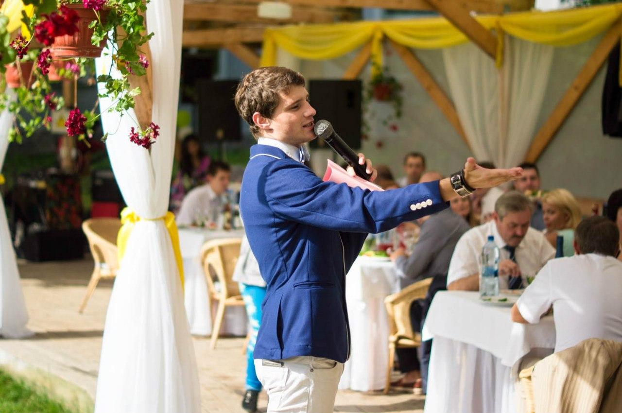 Свадебный тамада: заказывать отдельно или с музыкантами?