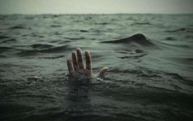 На Русановке неизвестный мужчина едва не утопил пожилую женщину