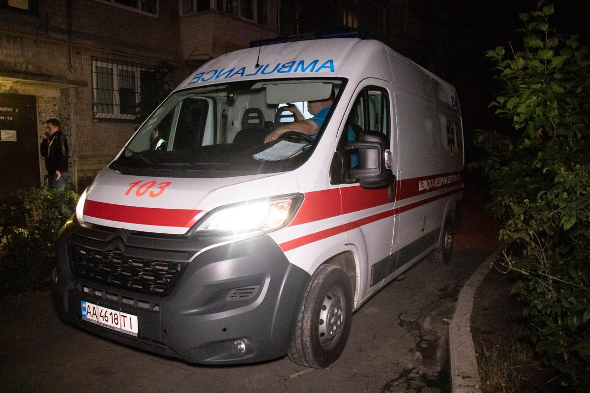 В Киеве мужчина выжил после падения с 5-го этажа