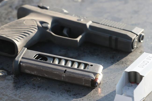 В Святошинском районе мужчины устроили стрельбу на балконе дома