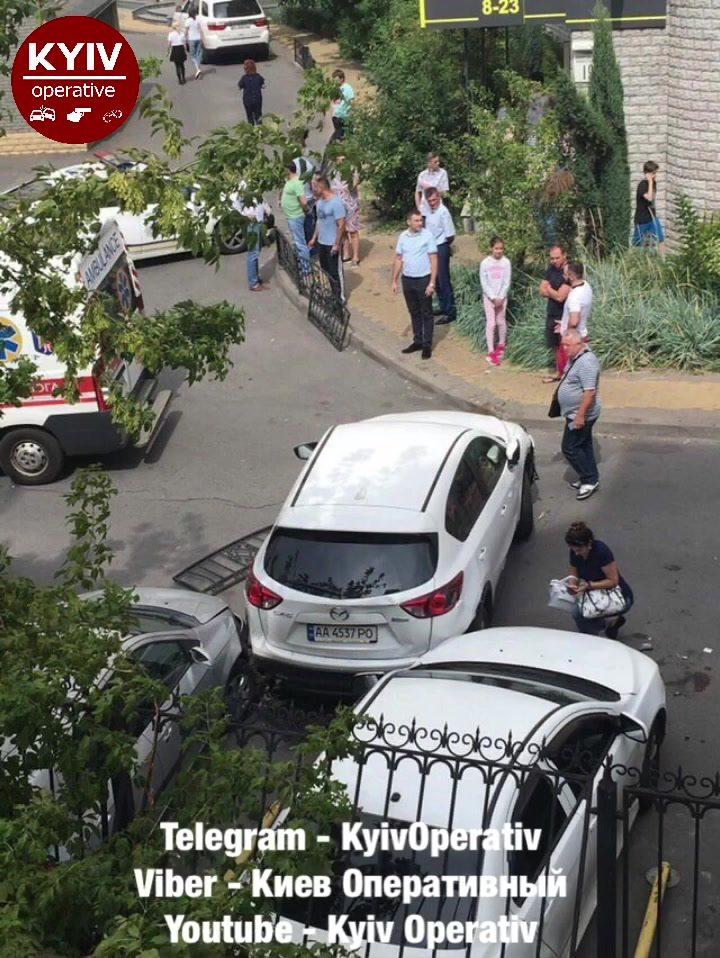 Ужасная авария: женщина перепутала педали и переехала мать с ребенком