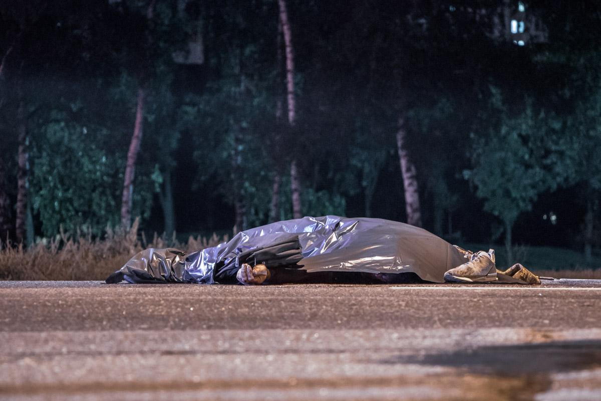 В Киеве один автобус убил пешехода об другой автобус