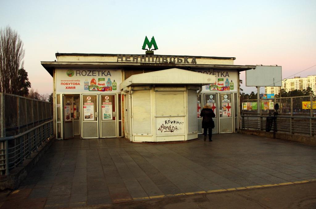 """На станции """"Черниговская"""" мужчина бросился под поезд"""