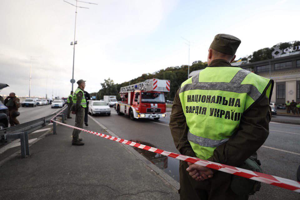 ЧП в Киеве: террорист хотел взорвать мост Метро, но сдался полиции